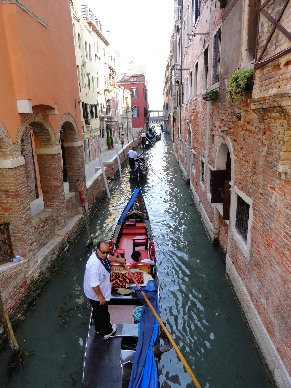 Explore-The-Canals-In-Venice