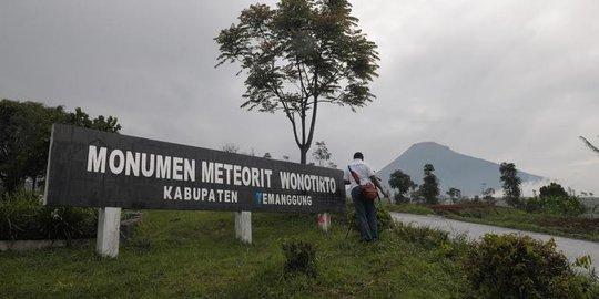 Monumen Meteriot Wonotirto