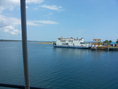 Pelabuhan Lembar dari seberang jalan raya Sekotong menuju Gili Sudak