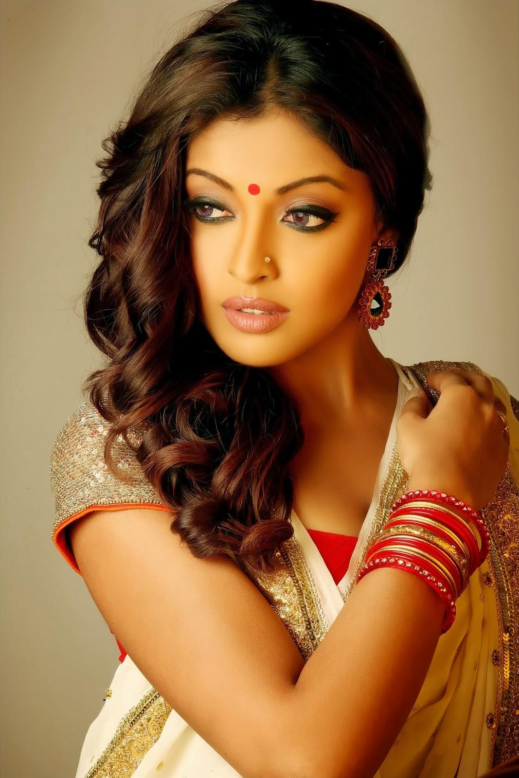 Parineeti Chopra Wallpaper 3d Celebrity Photo Gallery Tanushree Dutta