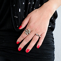 http://www.ohohdeco.com/2013/10/diy-spike-ring.html