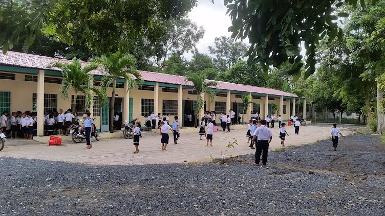 Trường tiểu học Nguyễn Thị Hạnh- Đức Hòa -Long an