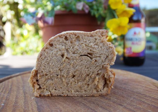 Malzbierbrot aus der Kastenform: Das einfachste Rezept der Welt. Auf Küstenkidsunterwegs zeige ich Euch, wie Ihr schnell und einfach mit wenigen Zutaten ein Malzbier-Brot in der Kastenform backt, das Kinder und Gäste lieben!