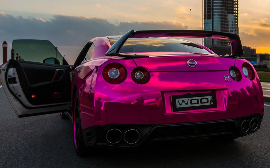 Woah Chrome Pink Nissan Gt R Amp Maserati Quattroporte