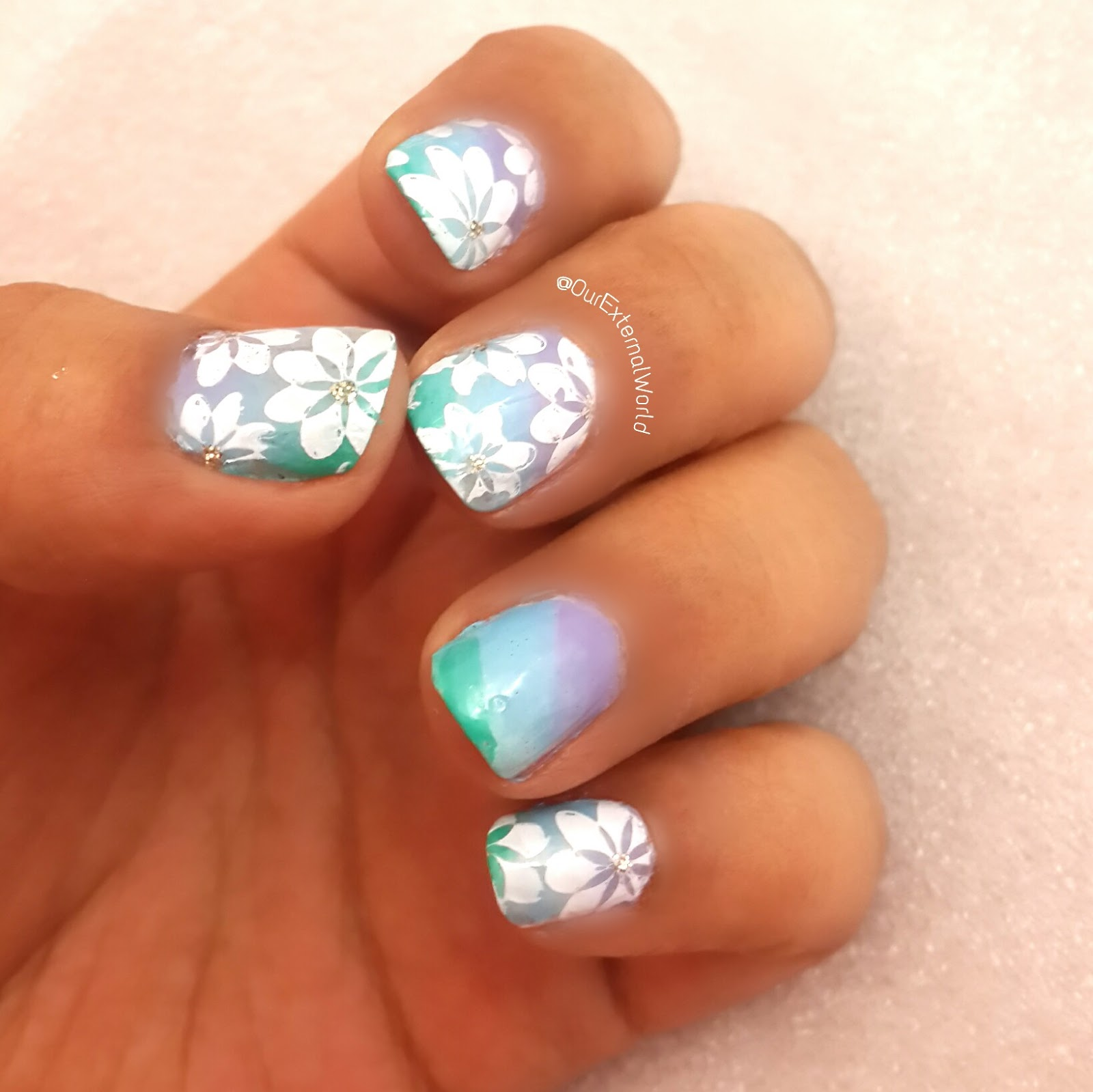 Gradient Nail Art: Diagonal Gradient Nail Art