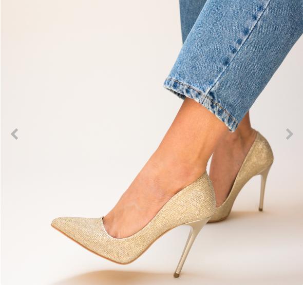 Pantofi aurii eleganti cu tocul subtire acoperiti cu glitter
