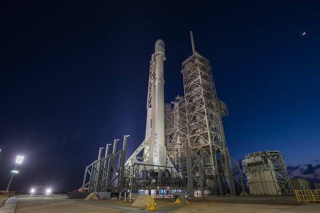 Tên lửa Falcon 9 phóng sứ mệnh NROL-76 của Cơ quan Trinh sát Quốc gia Hoa Kỳ đang ở bãi phóng phức hợp 39A trước khi cất cánh. Hình ảnh: SpaceX.