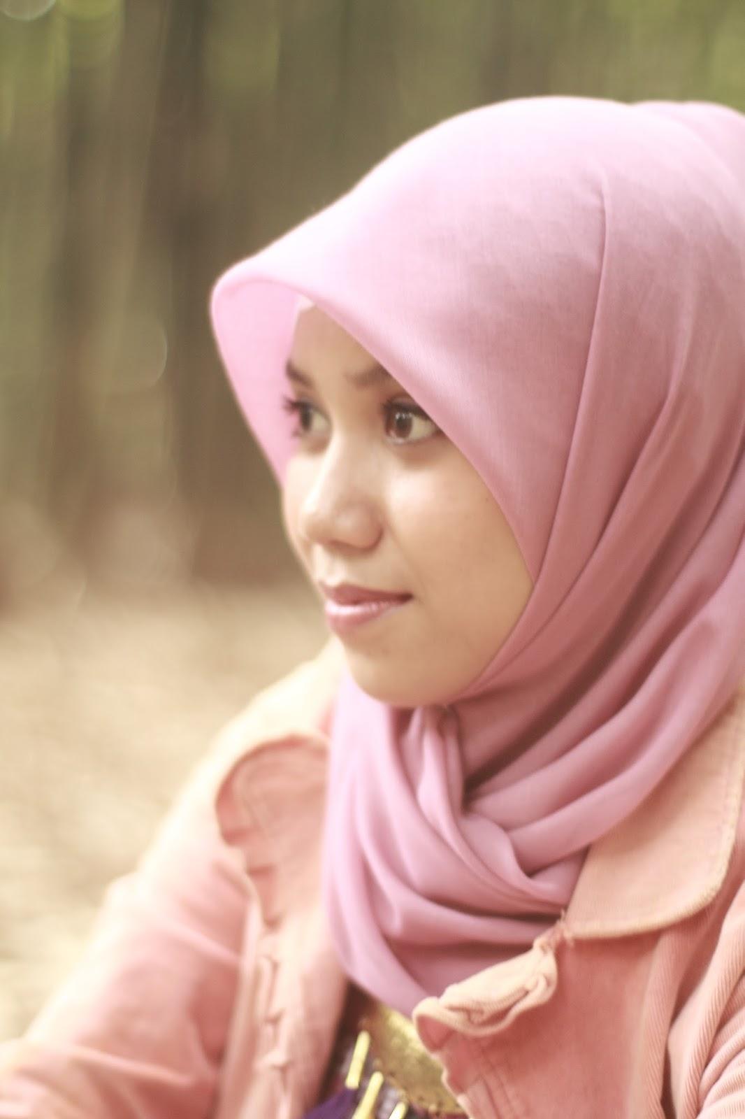 Hani A.K.A Nirmalasari model makassar pakai Hijab Mahasiswi Jurusan KIMIA UNM cantik dan manis