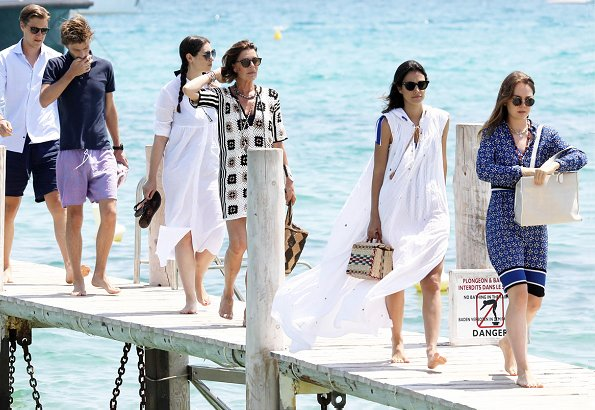 princess caroline and her family on holiday in st tropez newmyroyals hollywood fashion. Black Bedroom Furniture Sets. Home Design Ideas
