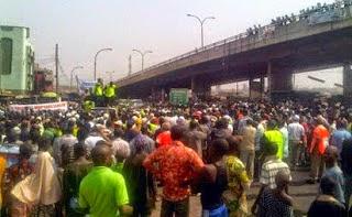 petrol tanker fell molete