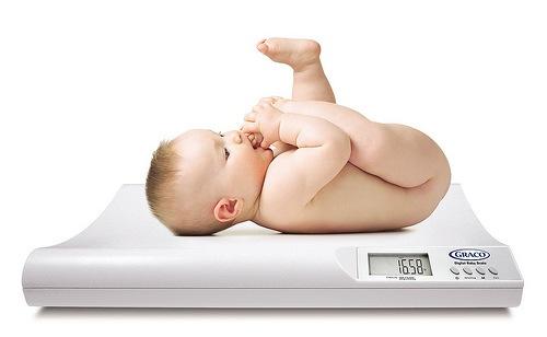 ¿Cuál es el peso promedio de un bebé recién nacido?