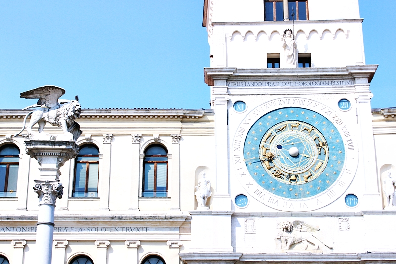Trg Gospode sa astronomskim satom u Padovi