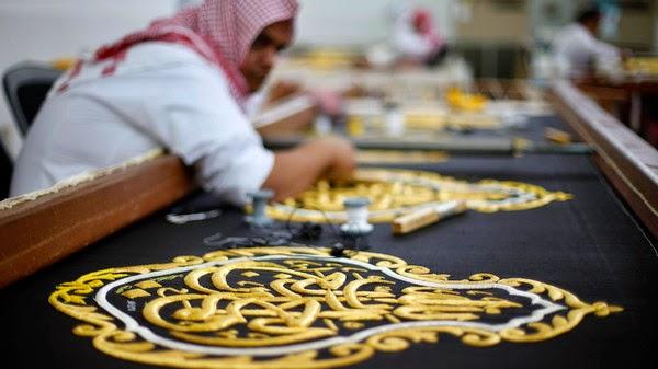 Saudi Arabia unveils the newly sewn Kiswa