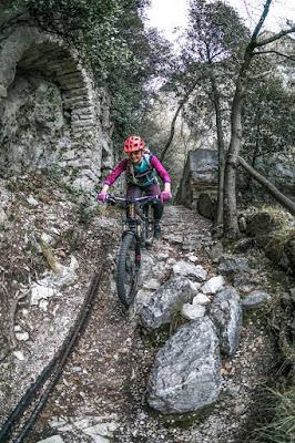 biketour ponale straße altes cafe mtb kurzer knackiger trail gardasee riva del garda