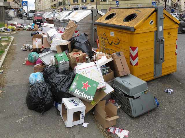 Garbage piling up outside the dumpsters, Piazza dei Mille, Livorno
