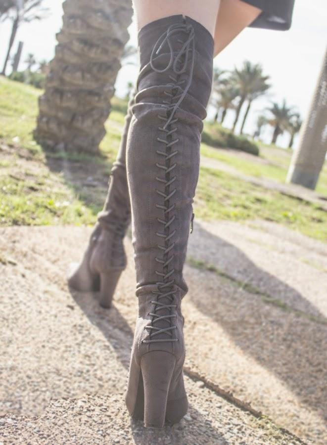 melange_boutique_fashion_blog_de_moda_look_vestido_negro_botas_mosqueteras_chaqueta_biker_bordada_zara_zaful