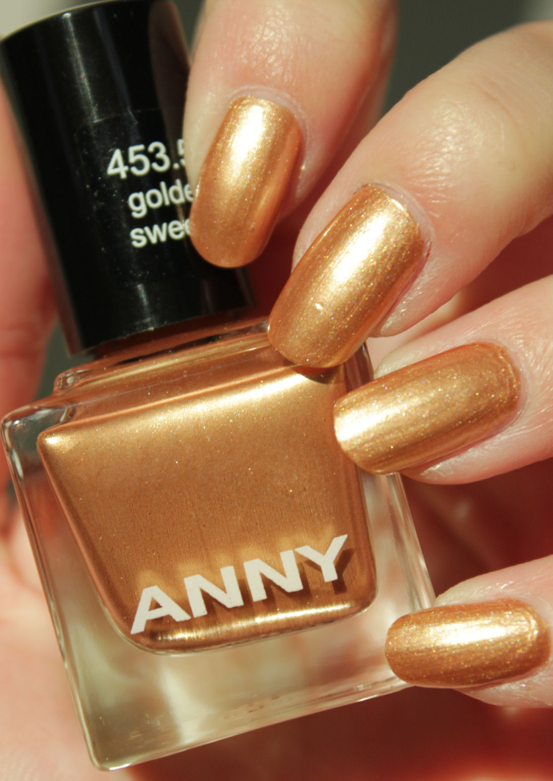 http://lacquediction.blogspot.de/2014/12/anny-45350-golden-sweetie-notd-gold-blue.html