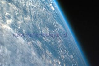 Pengertian Atmosfer, Sifat Fisik Atmosfer Dan Manfaat Atmosfer