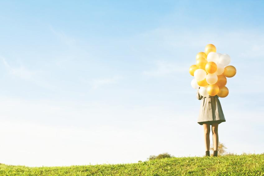 ragazza con palloncini