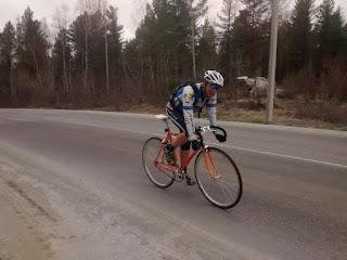 Велосипедист на Култукском тракте