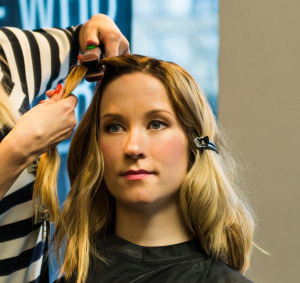 suoristusrauta hiusten muotoilu kiharrus kiharat laineet