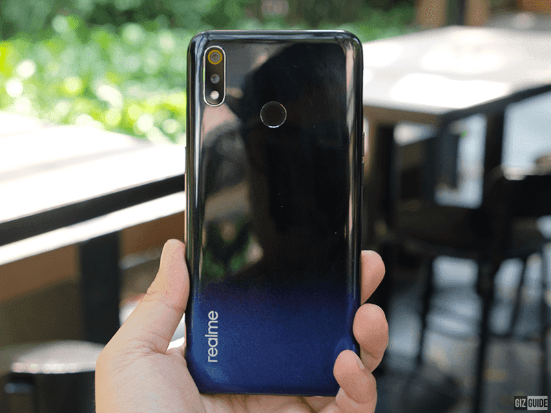 How does realme 3's design stands out among budget phones?