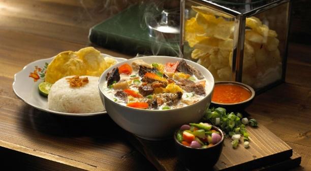 makanan khas jakarta soto betawi