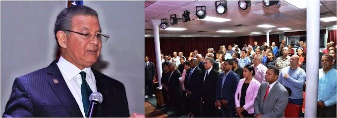 Wilson Gómez reitera críticas por uso al revés de símbolos patrios en RD incluyendo actos oficiales