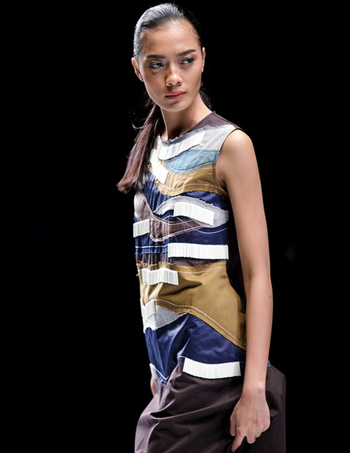 Tinuku.com Jakarta Fashion Week (JFW) 2017 is underway for pieces Haute Couture and experimental