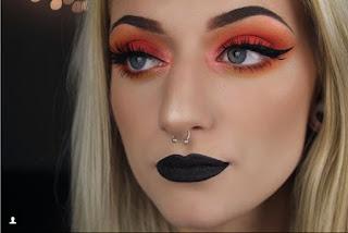 Tendencias de maquillaje para chicas en Instagram - Labios negros mate