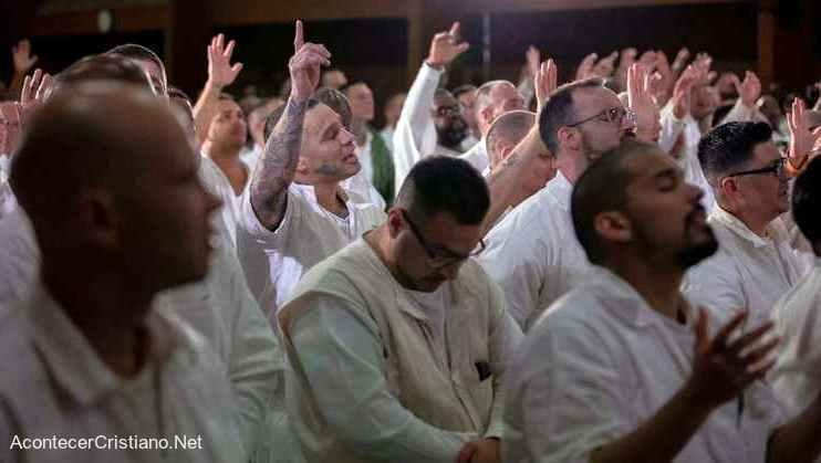 Presos de alta peligrosidad se rinden a Cristo en prisión de Texas