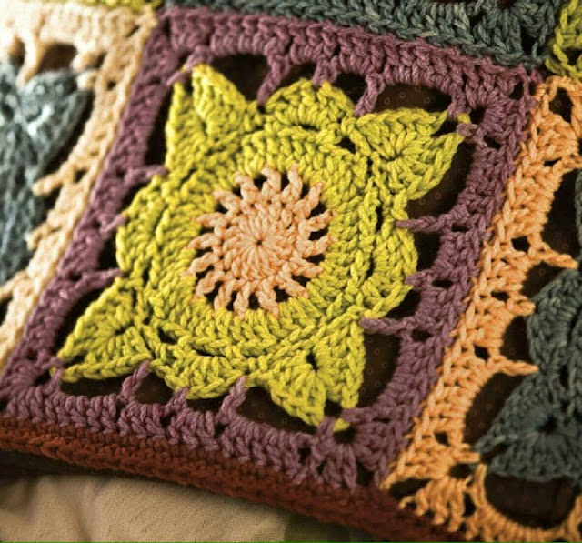 Patron #1640: Granny a Crochet