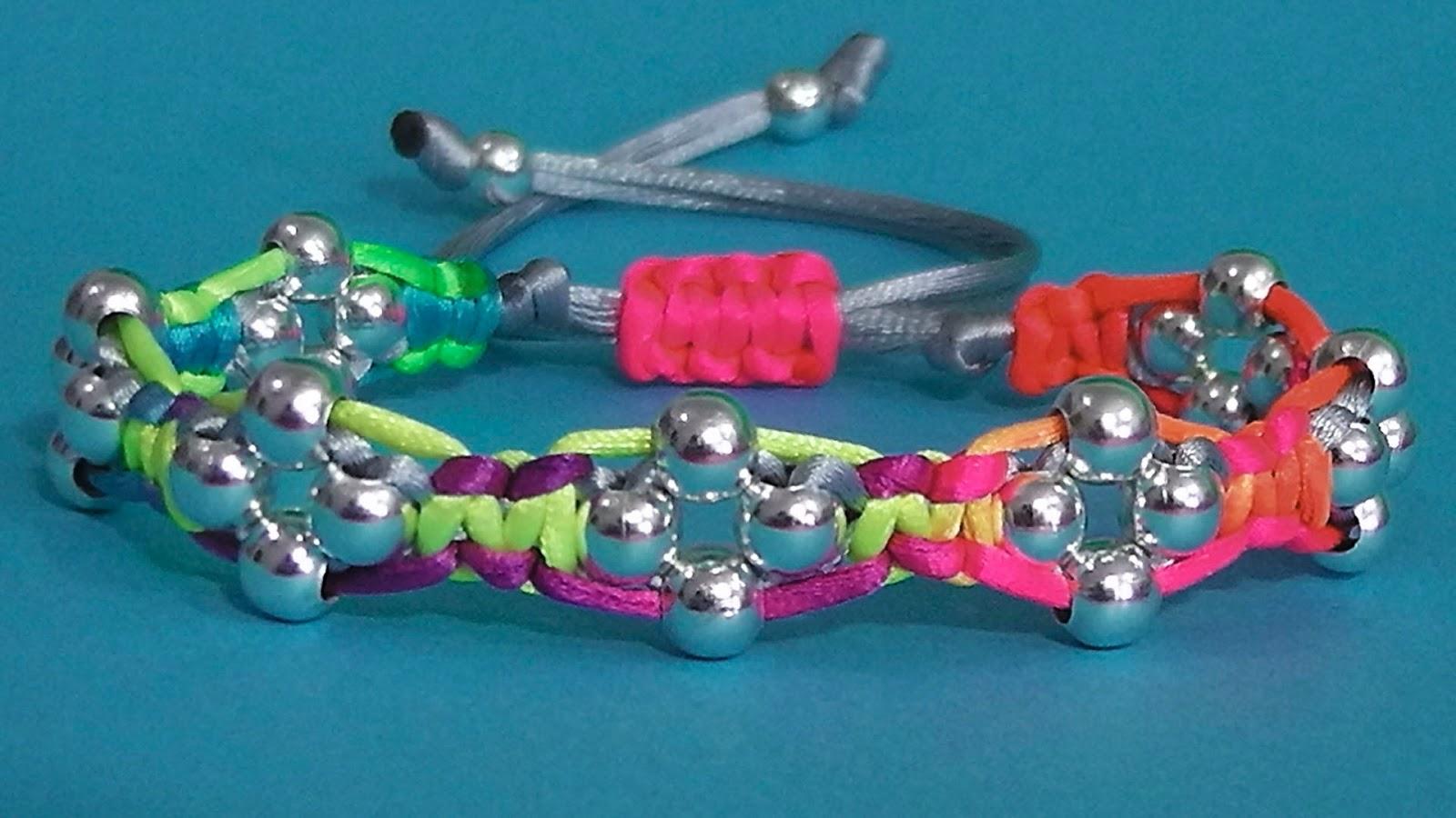 fc22c593c3c7 Como hacer una pulsera de macrame con cuentas de hilo cola de ratón ajus.