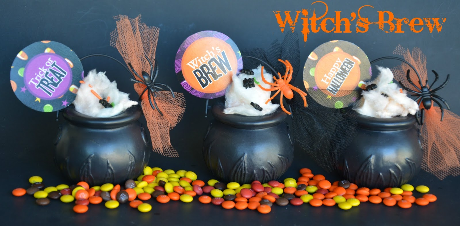 DIY Witch's Cauldron Halloween Party Favors - via BirdsParty.com