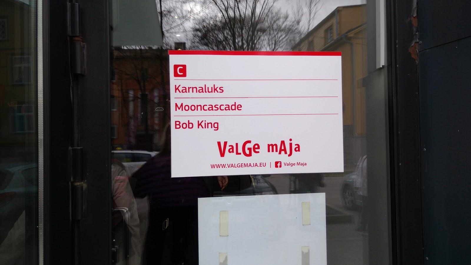 Karnaluks Luokkaretkella Tallinnan Kasityoliikkeissa Kokeileva