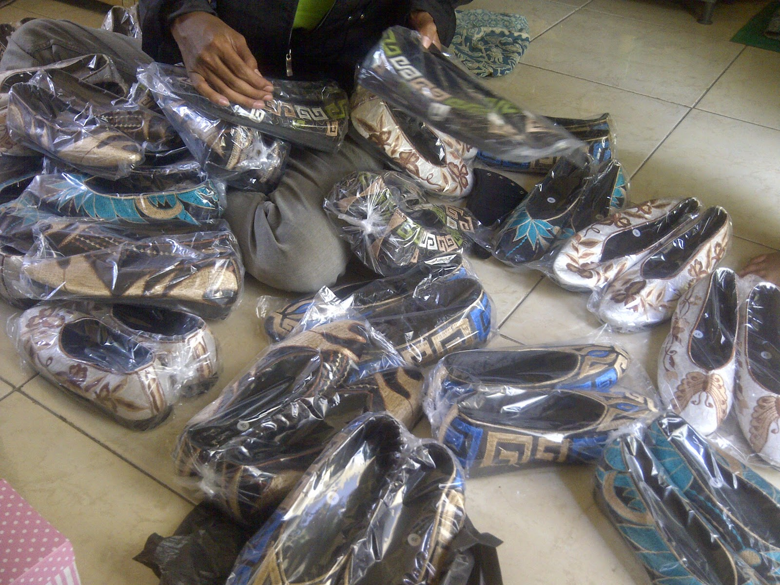 Jual Sepatu Bordir Murah, Jual Sepatu Bordir Bali, Jual Sepatu Bordir Anak, www.distributorsepatumurah.com