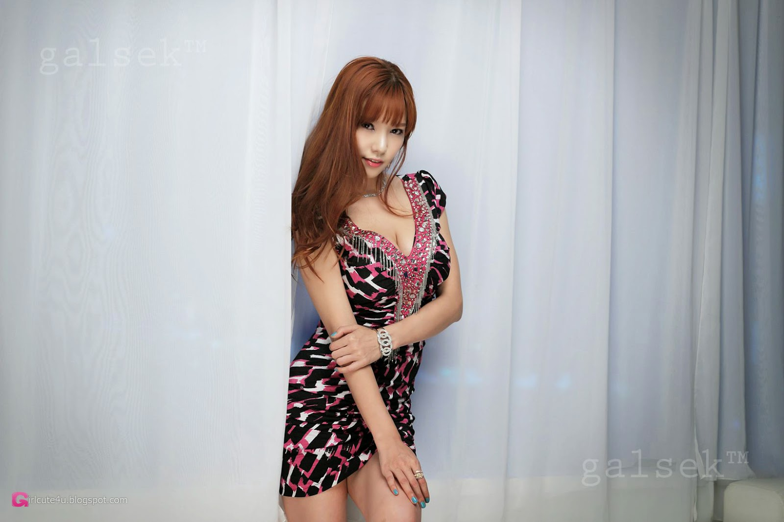 1 Stunning Han Min Young in 3 Studio Sets - very cute asian girl-girlcute4u.blogspot.com