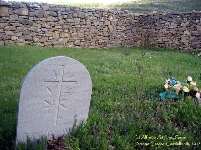arroyo-cerezo-cementerio-lapida