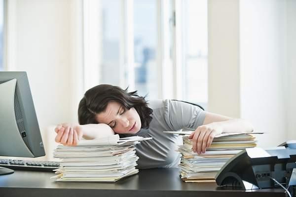 10 mẹo đơn giản giúp đầu óc luôn tỉnh táo không buồn ngủ - Ảnh 1