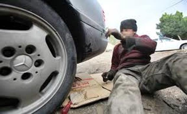 وفاة عامل في جرمانا بالخطأ اثناء اصلاح سيارة!