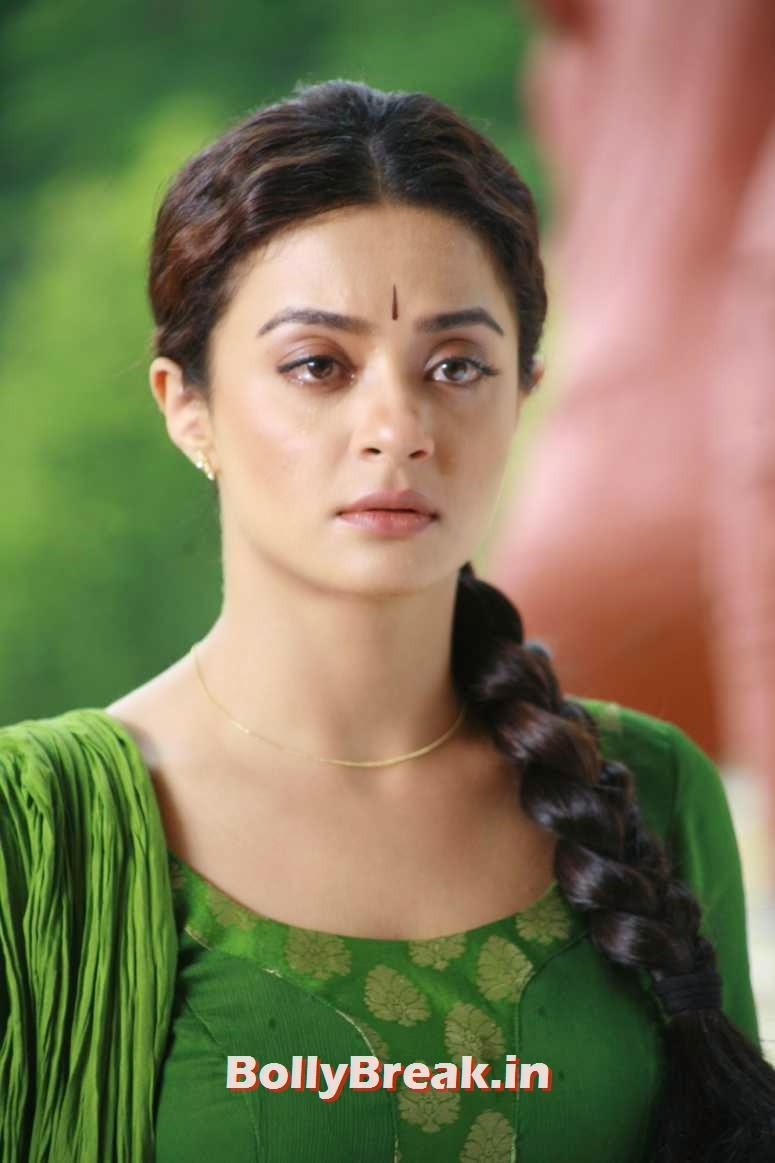 , Surveen Chawla in Green Suit - Jai Hind 2 Movie