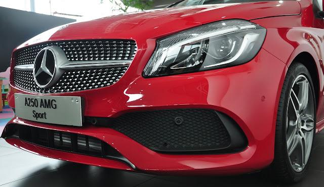 Mercedes A250 2017 có lưới tản nhiệt họa tiết kim cương