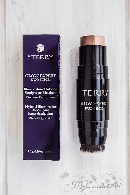 Glow Expert Duo Stick de By Terry: iluminador, bronzer y brocha en poco espacio para estrenarme con la marca.