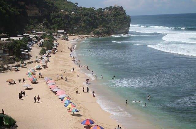 Nikmati Snorkeling Terbaik di Pantai Nglambor