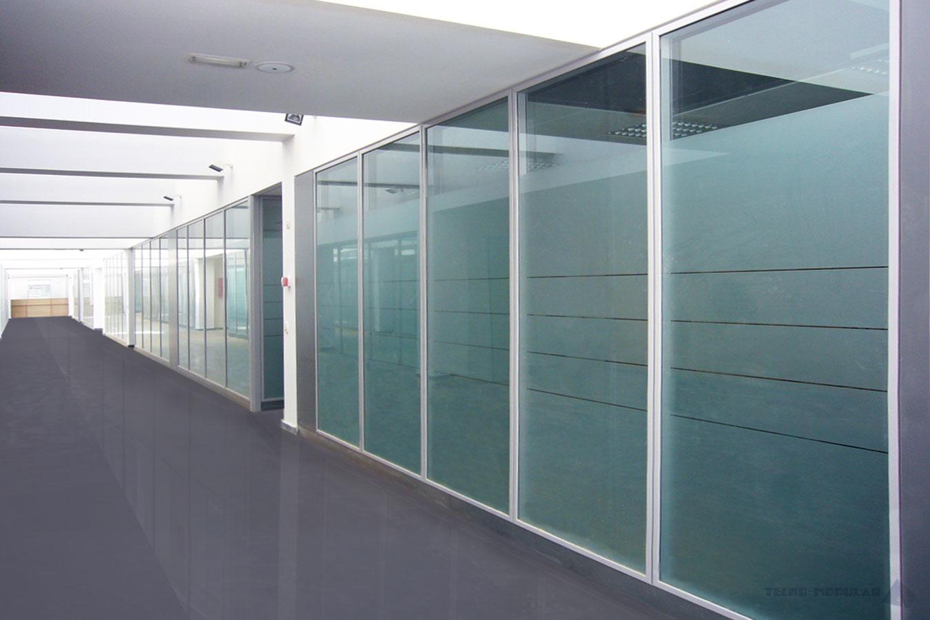 Necesita acristalar su terraza cerramientos en madrid for Cerramientos para oficinas
