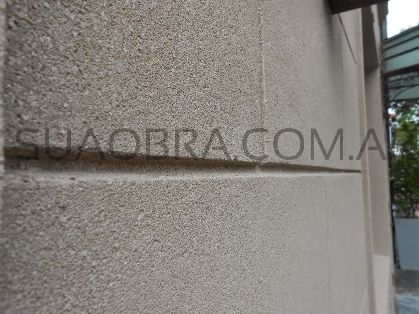Renovaci n de fachada con revoque plastico sobre for Pintura para piedra natural