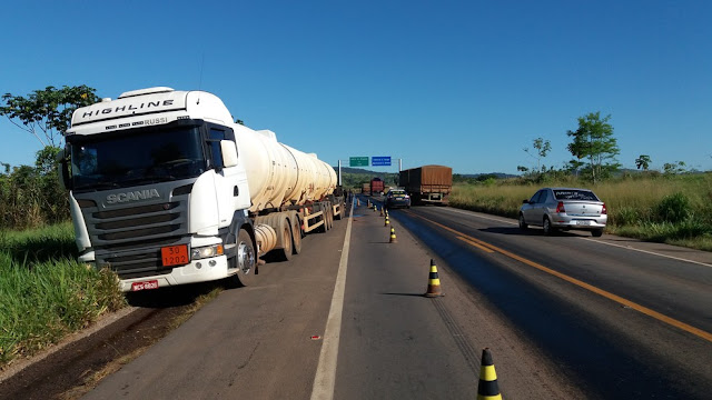 Dois caminhões se envolvem em acidente na BR-364 em Rondônia