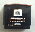 accesorio que actúa como una memoria RDRAM en el Nintendo 64