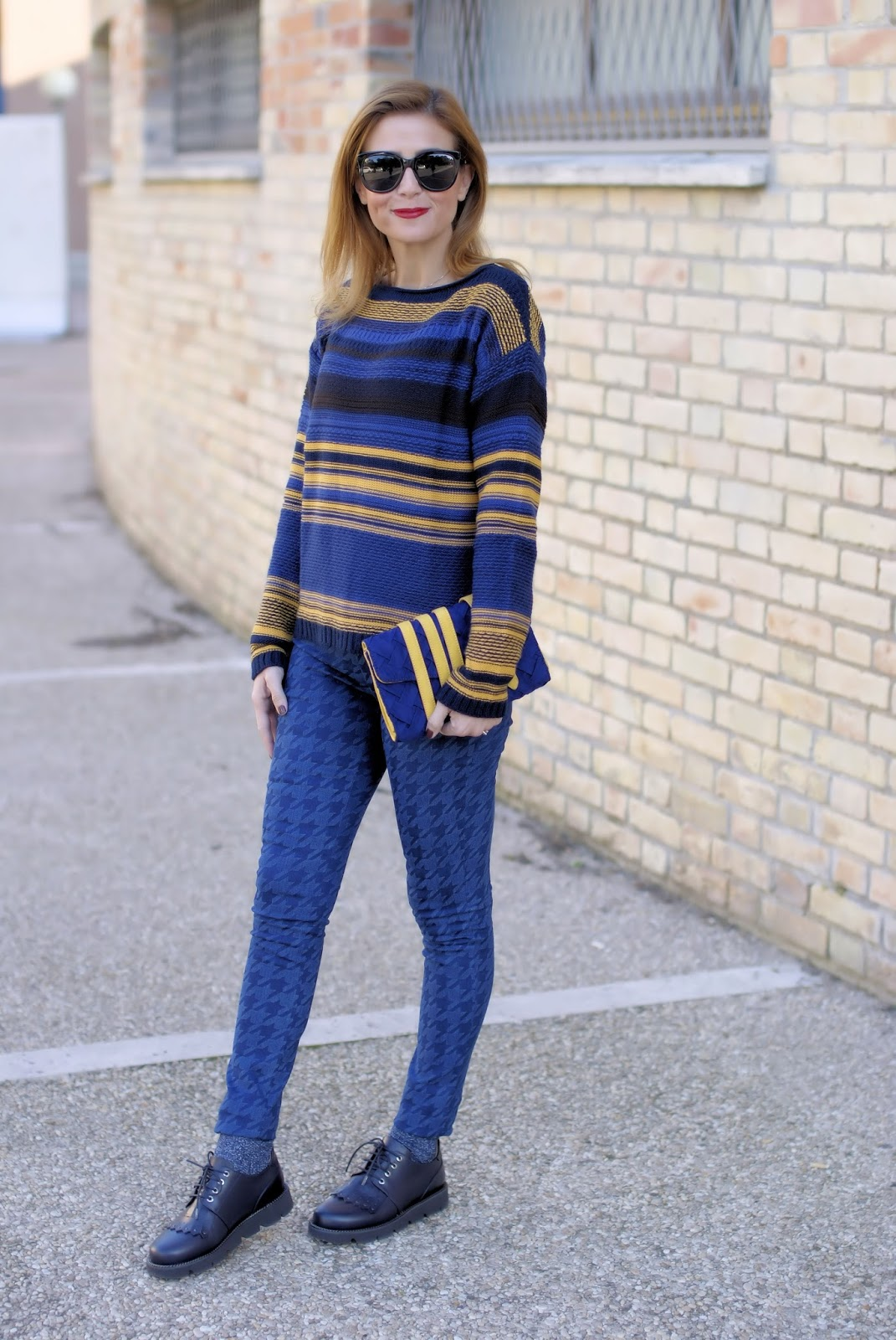Smash! Guarner sweater and Jaume leggings on Fashion and Cookies fashion blog, fashion blogger style