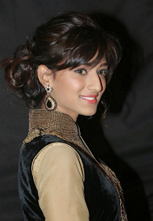 Beautiful Erica Fernandes Hd Wallpapers4.png